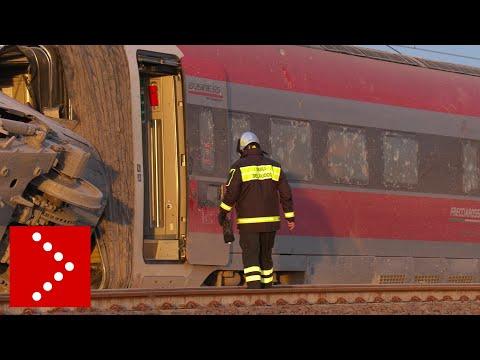Treno AV Frecciarossa deragliato: le immagini alle prime luci