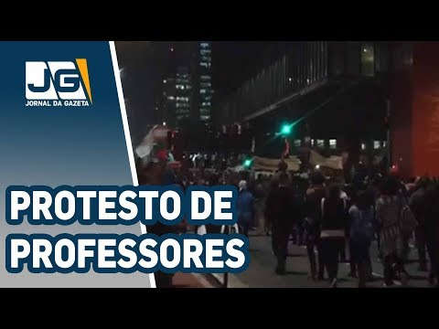 Professores de escolas particulares protestam