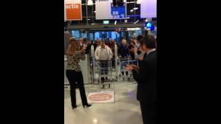 Opening GAMMA Alkmaar (27-11-13): Eerste klanten worden met luid gejuich ontvangen
