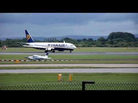 Ryanair,Boeing 737 Landing at Manchester Airport 29th July 2010
