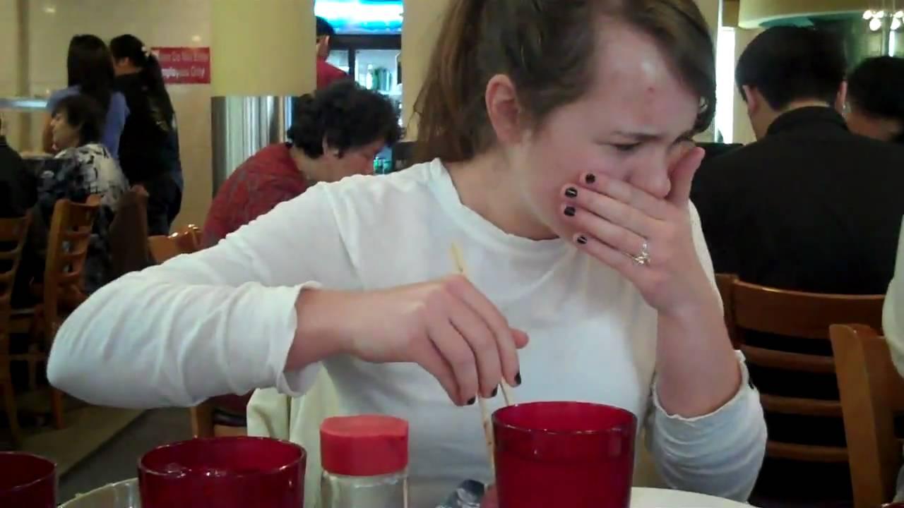 【動画】白人女が日本の寿司を食べた結果....wwwwwwwwwwww
