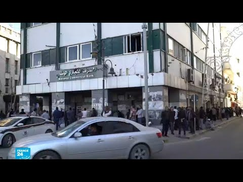 أزمة نقص السيولة وارتفاع الأسعار وهبوط سعر صرف الدينار تنغص حياة الليبيين  - نشر قبل 3 ساعة