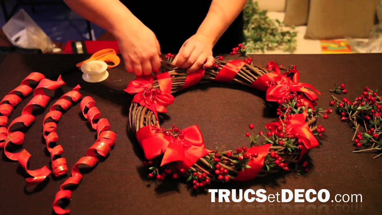 Faire une couronne de no l tutoriel par - Comment faire une decoration de table ...