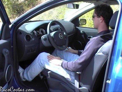 Postura correcta ante el volante.