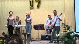 Молодежное Прославление играют в День Рождения Церкви