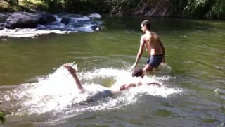 Детки на речке купаемся ДЕТИ ПРИКОЛЫ 2016
