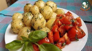 Очень вкусный молодой картофель и обалденный салат с базиликом.