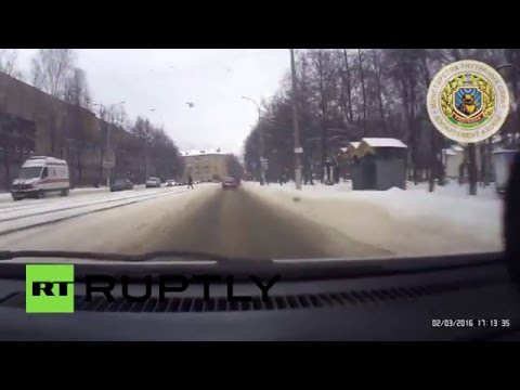 Белорусский милиционер заслонил собой ребенка от машины