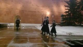 Неожиданно ! При смене Почётного караула у Вечного огня в Москве на Могиле Неизвестного Солдата