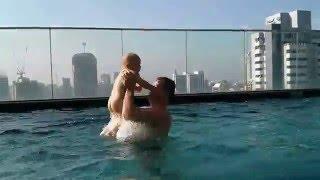 Тимур купается с папой