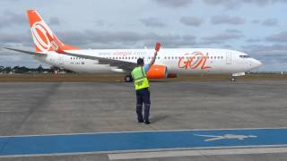 Avião da Gol taxiando em Uberlândia bem de perto