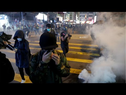 hong-kong-police-fire-tear-gas-at-protesters-during-christmas-day-demonstrations