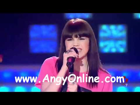 Angy cantando