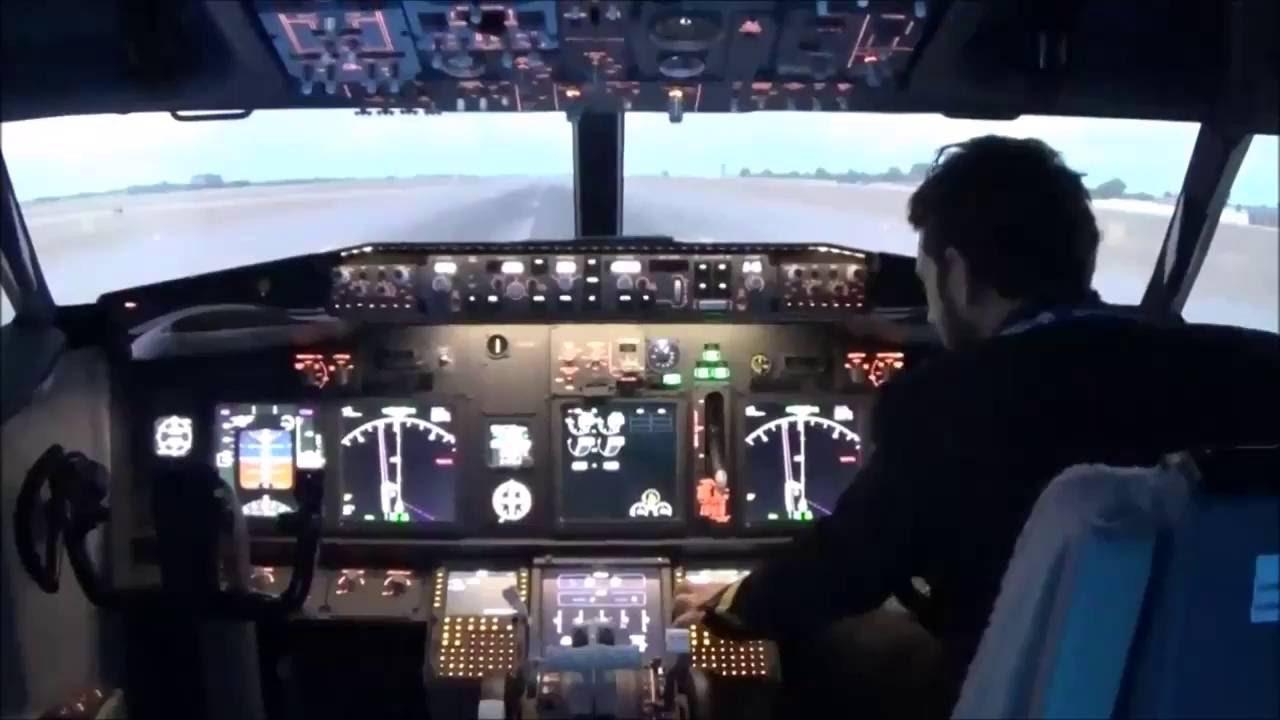 Boeing 737 Flight Simulator Experience Montreal - Breakaway Experienices