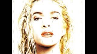 Del álbum Soy libre editado en 1990, Yuri interpreta el tema No llo...