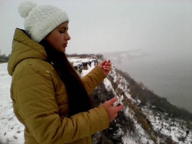 Изображение предпросмотра прочтения – НинаКарловская читает произведение «Свиваются бледные тени…» В.Я.Брюсова