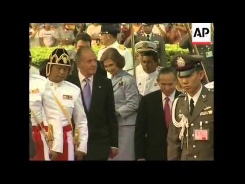 King Juan Carlos arrives for state visit, met by Thai king