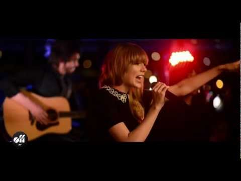 "OFF LIVE - Taylor Swift ""We Are Never Ever Getting Back Together"" Live On The Seine, Paris"