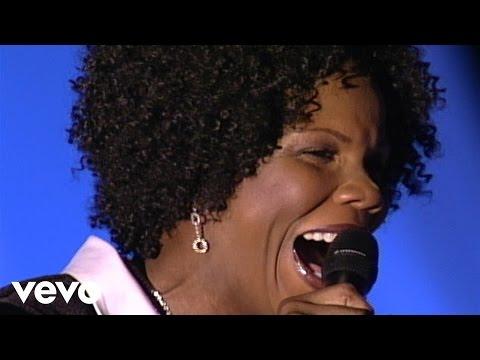 Lynda Randle - I'm Holding My Savior's Hand [Live]