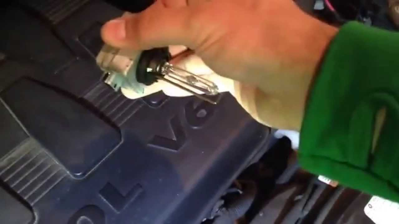 replacing hid d1s bulb 2009 chrysler town country [ 1280 x 720 Pixel ]