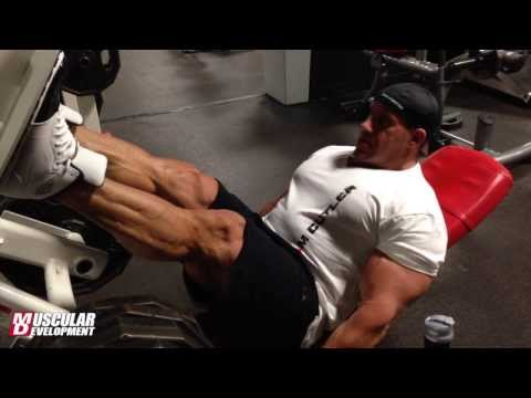 Jay Cutler trains legs Saturday Thanksgiving weekend 2013