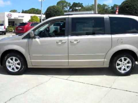 2009 CHRYSLER Town & Country Touring LEATHER! LOADED! GREAT FAMILY VEHICLE!