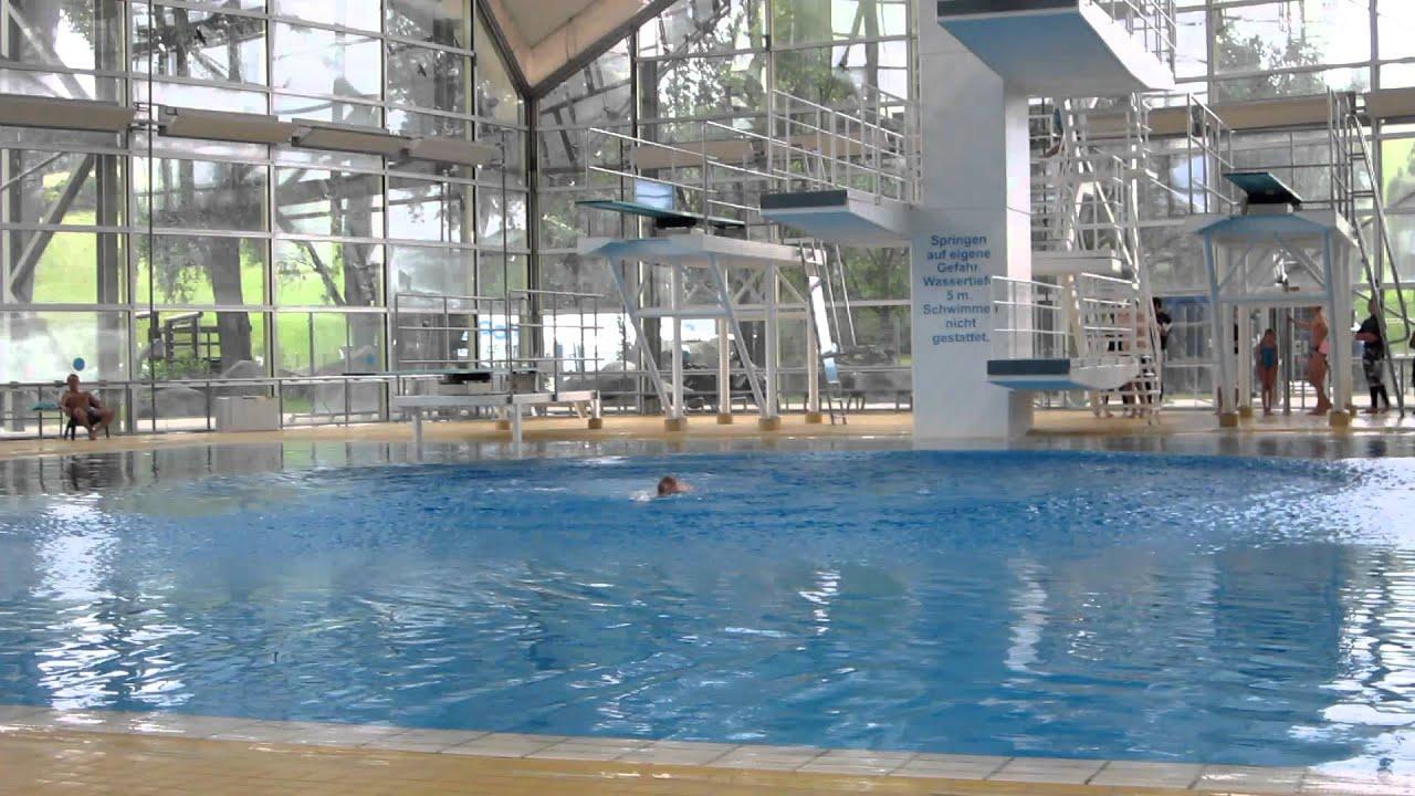 Sprung vom 10 Meter Turm - Olympiaschwimmhalle Mnchen ...