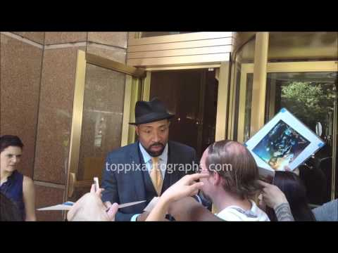 Cress Williams  SIGNING AUTOGRAPHS while ting in NYC