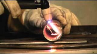 Аппарат плазменной резки Plasma 33 от FoxWeld(Сварочный аппарат плазменной резки Plasma 33. Демонстрационное видео от производственной марки сварочного..., 2011-03-25T07:40:28.000Z)