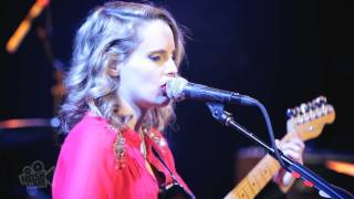 Anna Calvi - Jezebel (Edith Piaf/Frankie Laine) (Live in New York) | Moshcam