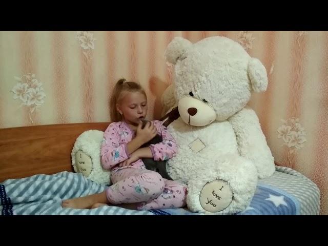 Изображение предпросмотра прочтения – МарияРубежанская читает произведение «Мурка, не ходи, там сыч» А.А.Ахматовой