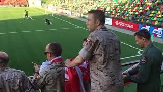 Soldados Españoles Animan al Sevilla en Lituania