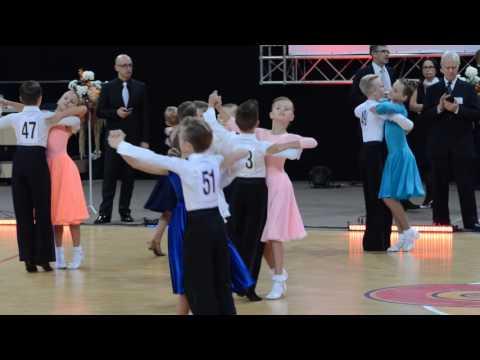 Vaikai E4 Lėtas valsas sportinių šokių pasirodymas 2016