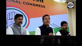 Randeep Surjewala reveals that While Pulwama was under Terror Attack, Modi was busy shooting film!