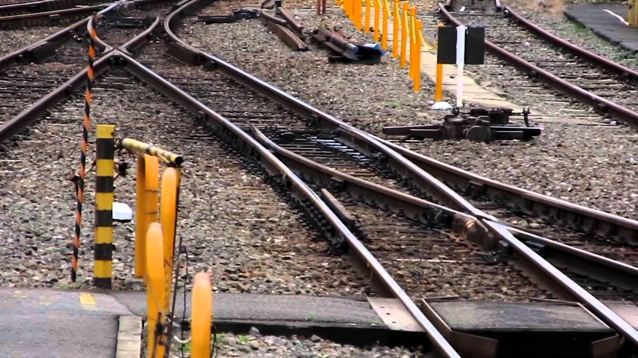 線路のポイント(分岐)が切り替わる瞬間 @京都 - YouTube