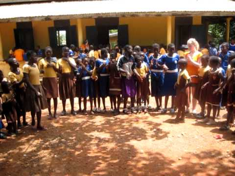 Ghana Easter Trip - Circle clapping game