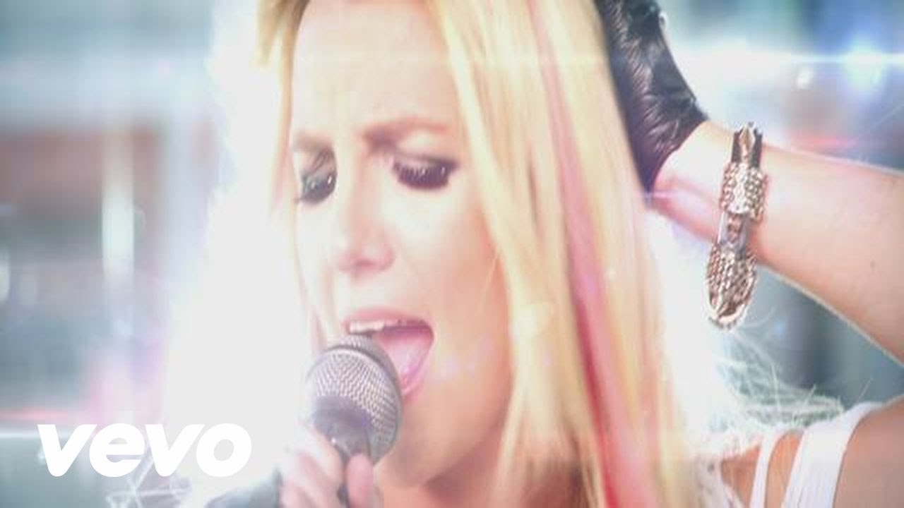 Britney Spears Knocks Out A Paparazzo In New I Wanna Go Video Daily Mail Online