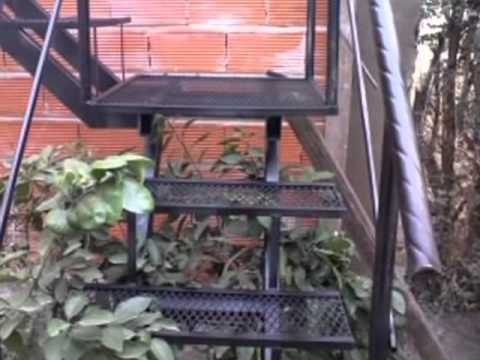 Escaleras quebradas de material desplegable youtube for Escalera de metal con descanso