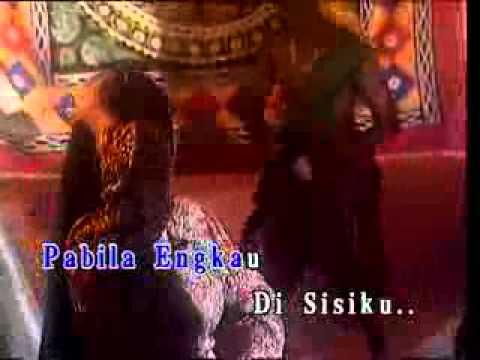 YouTube - SECANGKIR MADU MERAH amelina and sheeda.flv