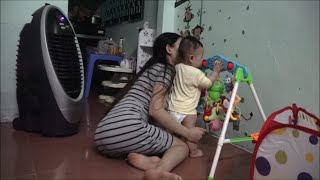 Single Mom Do Cooking And Playing With Her Cute Baby In The Evening | ỐC Family