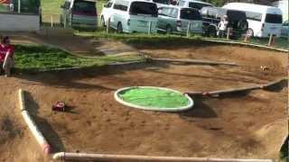 千葉県旭市でのラジコンバギーレースです。 毎回レベルアップしているフ...