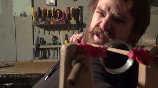 Как сделать рогатку для стрельбы стрелами.(, 2014-01-22T19:25:28.000Z)
