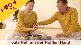 Nasenreinigung mit Wasser aus der hohlen Hand - Jala Neti Nasenspülung 4