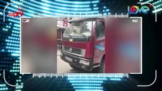 Ớn lạnh với cảnh tài xế lùi xe tải bất chấp hiệu lệnh công an giao thông lẫn tính mạng người khác