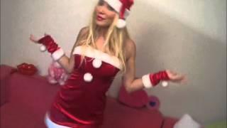 Esra - Ceyda kardeşler Noel Kıyafetlerini Giyip Dans Ediyorlar.