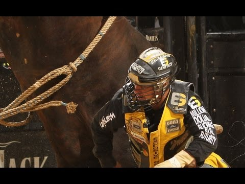 Champion bull contender Asteroid dispatches Mike Lee (PBR ...