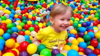 室内游乐场家庭娱乐儿童游乐区学习有趣的婴儿颜色 thumbnail
