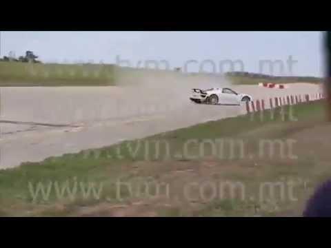 porsche 918 spyder crash caught on camera youtube. Black Bedroom Furniture Sets. Home Design Ideas
