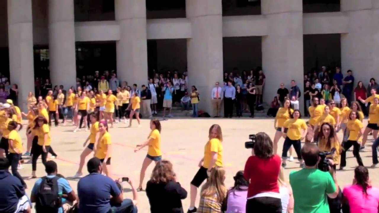 Boston College 2011 Senior Prank Flash Mob!!