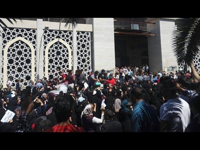 KAZERUN, Iran, Apr. 20, 2018. Thousands protest in Grand Mosque during Friday Prayer